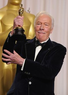 Christopher Plummer poses in the press room at the Annual Academy Awards Vintage Hollywood, Classic Hollywood, Jo Pavey, Chris Plummer, Oscar Winning Movies, Christopher Plummer, Academy Awards, Sound Of Music, Classic Movies