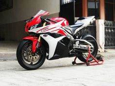 For Sale..MOGE Honda CBR 600 RR 2012, Euro Spec/Full Spec, EXHAUST Akrapovic Carbon Titanium Full System, 99%(istimewa)