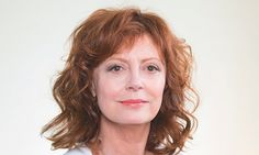 Susan Sarandon: 'The good news and bad news about Hollywood is that they're not political' Susan Sarandon, Color Del Pelo, List Of Famous People, Tv Actors, Tips Belleza, People Like, Older Women, Your Hair, Politics