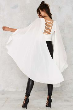 Nasty Gal Kimono Possible Cape Top - White - Best Sellers Winter White Cropped White Outfits, Cool Outfits, Fashion Outfits, Womens Fashion, Estilo Fashion, Western Outfits, Indian Designer Wear, Sleeve Designs, Indian Fashion