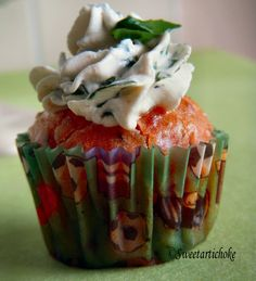 I like this. Savoury cupcake with topping which actually goes well with the cake/bread. Great idea for canapees!!!