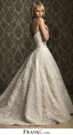 princess wedding dress,sweetheart wedding dress *** I love this one because it looks a little like a vintage wedding dress :)