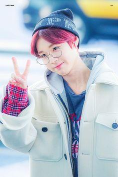Oof he's so freaking cute 💜💦 Jaehwan Wanna One, Boyfriend Kpop, Guan Lin, Baby Pigs, Lai Guanlin, Min Suga, Produce 101, Jonghyun, Kpop Boy