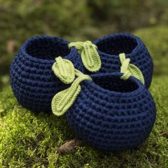 Crocheted bilberry baskets made with Lankava Molla Mills for Lankava Esteri Tube Yarn. The pattern is written in American English crochet terms. Crochet Hooks, Free Crochet, Knit Crochet, Crochet Baskets, Pattern Design, Free Pattern, Bath Storage, Time Shop, Wall Pockets