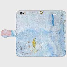 〜持つ人が自分の世界を大切しようと感じられる、そんな個性的なスマホケースです〜《作品について》抽象画家 taro3 のスマホケースは、絵画作品の一部や加工した写真を使ってデザインしています。《ケースの種類について》ケースの種類は2パターンあります。◎iPhone用 はめ込み式 手帳型ケース◎Android用 鏡付き粘着式 手帳型ケース《対応機種について》・iPhone5 / iPhone5s / iPhone6 / iPhone6s / iPhoneSE / iPhone7・iPhone6Plus / iPhone6sPlus(+500円)・iPhone7Plus(+500円) ・Android Sサイズ・Android Mサイズ・Android Lサイズ(+500円)▼Android用ケースの寸法下記の寸法内で収まる機種であれば使用できます。(大体の数値です)- Android L サイズ再剥離シール面積:縦85mm × 横55mmスマホ装着イメージ範囲:縦165mm × 横85mm- Android M サイズ再剥離シール面積:縦70mm ×…