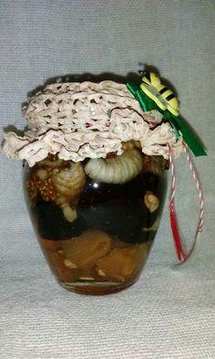 Borcan cu miere de salcam si fructe confiate, decorat manual.