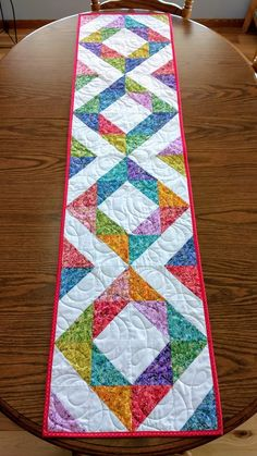 ideas for patchwork table runner pattern etsy Colchas Quilting, Machine Quilting, Quilting Projects, Quilting Designs, Modern Quilting, Table Topper Patterns, Quilted Table Toppers, Patchwork Table Runner, Quilted Table Runners