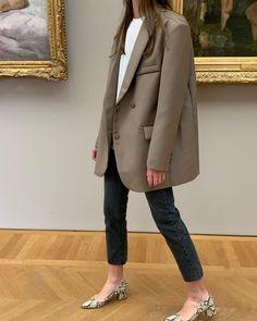 Like a Girl Boss - 10 Looks mit Blazer und Sneakers - Deutsche Kleidung Mode Outfit Jeans, Blazer Outfits, Jean Outfits, Casual Outfits, Blazer Dress, Dress Outfits, Mode Chic, Mode Style, Fashion Mode