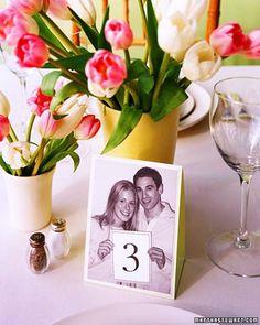 Deja volar tu imaginación y tu creatividad al elegir los números para mesas de boda con estas originales ideas. ¡29 fotos de números de mesas!