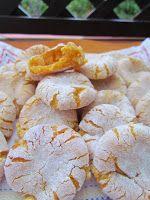 Ana Miúda: Broinhas de gema Portuguese Tarts, Portuguese Desserts, Portuguese Recipes, Sweet Recipes, Snack Recipes, Cooking Recipes, Snacks, Mole Recipe, Pound Cake Recipes