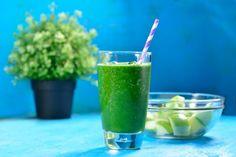 Esta deliciosa receta de jugo verde para quemar grasa te ayudará a perder esos kilitos de sobra. Sigue esta receta, complementa con una dieta saludable y baja de peso hoy mismo. Para mayores resultados es recomendable tomar este delicioso jugo diario.