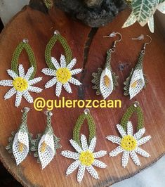 Bargello, Diy Flowers, Diy And Crafts, Christmas Ornaments, Holiday Decor, Lace, Accessories, Angels, Earrings