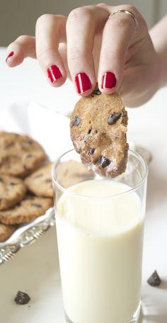 Crispy Gluten-Free Vegan Chocolate Chip Cookies | http://www.gluten-free-vegan-girl.com/2014/09/perfect-gluten-free-vegan-chocolate-chip-cookies.html