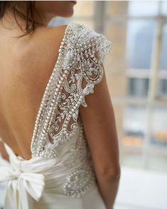 """e9c93b461 Blanco De Novia on Instagram  """"En  blancodenovia nos encanta que un vestido de  novia está cuidado hasta el último detalle! Cásate con nosotras!!😍😍😍 ."""