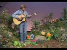 The Garden Song- John Denver on The Muppet Show. Just love this song,minus the muppets! John Denver, Teaching Music, Teaching Science, Brain Break Videos, The Muppet Show, Dear John, Make Pictures, Spring Theme, My Favorite Music