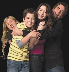 Carly, Sam, Freddie, and Spencer ~ ICarly Miranda Cosgrove, Icarly Actress, Jerry Trainor, Icarly Cast, Sam E Cat, Icarly And Victorious, Nathan Kress, Nickelodeon Shows, Girl Meets World