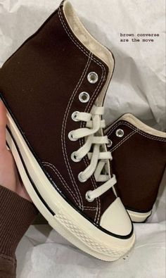 Converse Marron, Mode Converse, Brown Converse, Converse Shoes Outfit, Converse High, Dr Shoes, Swag Shoes, Hype Shoes, Me Too Shoes
