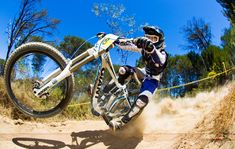 MTB-Downhill-HD-Wallpaper.jpg 1,600×1,013 píxeles