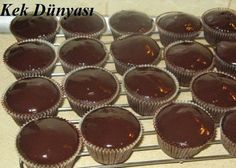 BROWNI 3 eggs 1 cup powdered sugar 1 cup milk Half water cup … – New Cake Ideas Cupcake Decoration, Cap Cake, Cupcake Illustration, Snack Recipes, Snacks, Muffin Cups, Apple Cake, Turkish Recipes, Brownies