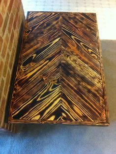 Pallet Wood Coffee Table With Chevron And Torched Design Facebook Upcycledpalletdesigns