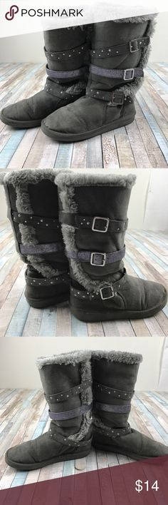 ❄️Justice gray strapped boots⛄️ 💕Girls tall boots size 3 by ✨Justice✨ gray with 3straps on each, fuzzy inside, normal signs of wear but no rips Justice Shoes Boots