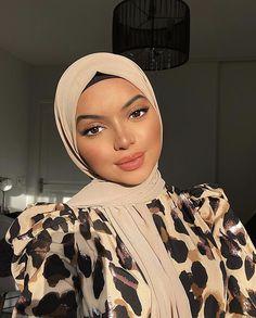 Modern Hijab Fashion, Head Scarf Styles, Modest Outfits, Modest Clothing, Beautiful Women, Street Style, Fashion Outfits, My Style, Instagram
