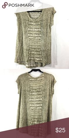 Michael Kors tunic top In good condition and sooooo soft and comfortable! Just isn't my style anymore. Size M, but if you're an S like me and love the loose fit, go for it! It's so comfy. Note: the size tag has been cut off. Bundle 3+ from me and get 15% off, only pay shipping once, and receive a free gift! Michael Kors Tops