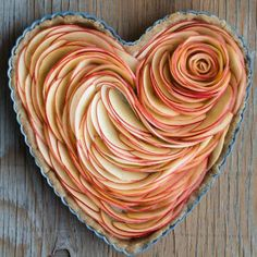 Valentine's Apple Rose Tart Apple Slices before baking. Just Desserts, Delicious Desserts, Dessert Recipes, Yummy Food, Apple Rose Tart, Apple Roses, Apple Pie, Healthy Cooking, Cooking Recipes