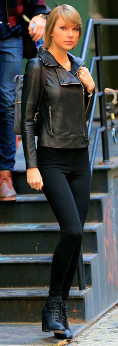 Who made Taylor Swift's black leather jacket and boots? Jacket – J Brand Shoes – Rag & Bone Estilo Taylor Swift, Taylor Swift Style, Taylor Alison Swift, Leather Jacket Outfits, Leather Jackets, Estilo Cool, Taylor Swift Pictures, Black Leather, Street Style