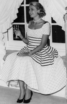 Grace Kelly in an ADORABLE dress.