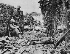 Men of US Marine Corps 6th Division entering Naha Okinawa ...