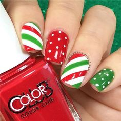 Christmas nail polish ideas you'll love Best Picture For christmas nails For Your Taste You are looking for something, and it is going to tell you exactly what you are … Diy Christmas Nail Designs, Christmas Nail Polish, Holiday Nail Art, Xmas Nails, Halloween Nails, Christmas Manicure, Holiday Mood, Diy Halloween, Christmas Decorations