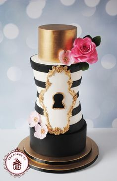 Black White & Gold Cake by Power of Cakes