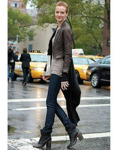 love the streamline effect w/ long cardi.  Looking forward to new fall looks in 2012.