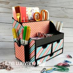 Abbondanza Fiesta - Papel para Scrapbook en México: Organizador de Escritorio Diy Crafts For Girls, Paper Crafts For Kids, Diy Arts And Crafts, Diy Craft Projects, Easy Crafts, Kids Craft Storage, Craft Closet Organization, Stationary Box, Scrapbook Box