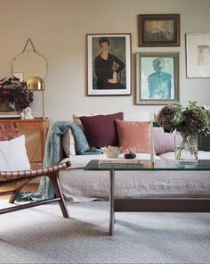 Living room with linen sofa, vintage furniture and gallery wall / Michaela Grut . Living room with linen sofa, vintage furniture and gallery wall / Michaela Grut Liv Vintage Sofa, Vintage Furniture, Living Room Sofa, Living Room Decor, Living Rooms, Scandinavian Home, Living Room Inspiration, Inspired Homes, Gallery Wall