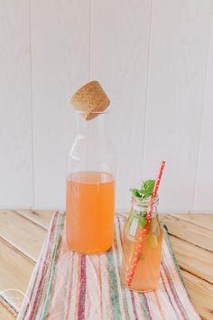 Raparperijuoma / Hannan soppa Rhubarb Juice, Rhubarb Recipes, Sunday Brunch, Sweet And Salty, Sangria, Going Vegan, Summer Recipes, Smoothies, Good Food