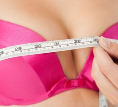 Você já se perguntou como o sexo, álcool ou o ganho de peso pode impactar no tamanho do seu peito? Às vezes, parece que os seus seios mudam diante dos seus próprios olhos, ficam maiores em determinado momento do seu ciclo menstrual, os mamilos enrijecem quando você fica excitada e, conforme você envelhece,