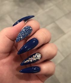 45 Inspirational Stiletto Nails With Rhinestone. Stiletto nails are also known as talon or claw nails. These ultra-pointy nails are cool and sexy. Blue Stiletto Nails, Navy Blue Nails, Coffin Nails, Bling Nails, Blue Diamond Nails, Blue Acrylic Nails Glitter, Nail Art Blue, Stiletto Nail Designs, Dark Nails With Glitter