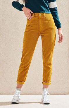 Take style pointers from the with the Goldie Corduroy Mom Jeans by PacSun. These super trendy mom jeans are made from a corduroy fabric and boast a high-rise fit and a relaxed leg. Smart Casual Winter Outfits, Cool Outfits, Casual Outfits, Casual Clothes, Best Hiking Pants, Mom Pants, Denim Fabric, Looks Cool, Festival Outfits