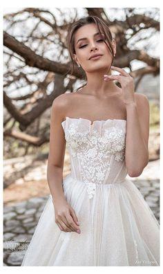Dream Wedding Dresses, Bridal Dresses, Vintage Inspired Wedding Dresses, Classic Wedding Dress, Gorgeous Wedding Dress, Pretty Dresses, Beautiful Dresses, Make Up Braut, Wedding Looks