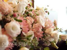 淡いピンクの会場装花