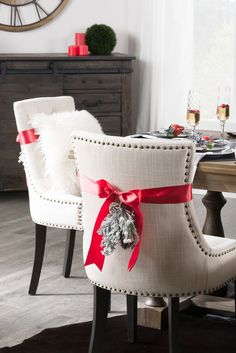 One Table, Two Looks - Winter tablescape ideas! Diy Christmas Room, Homemade Christmas Decorations, Merry Christmas, Small House Decorating, Holiday Decorating, Decorating Tips, Shabby Chic Farmhouse, Diy Room Decor, Home Decor