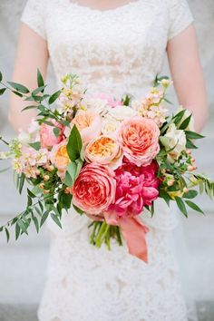 Get awesome inspiration for your summer wedding with these 15 seasonal bouquet ideas! Just like this coral bouquet!