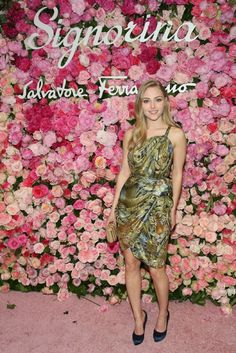 LOVE this rose wall at Ferragamo event. Would like to use it in backdrop for later designs.