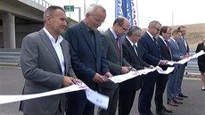 Na novém úseku dálnice u Hradce začal ostrý provoz