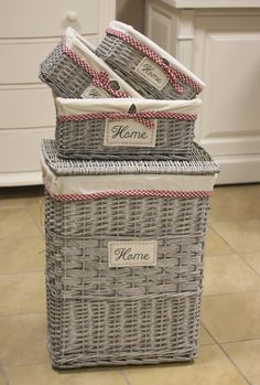 Bathroom Baskets, Baskets On Wall, Wicker Baskets, Newspaper Basket, Newspaper Crafts, Rope Basket, Basket Weaving, Tie Dye Crafts, Diy And Crafts