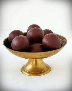 Bounty golyó - Recept   Femina Mousse, Serving Bowls, Fruit, Tableware, Food, Candy, Dinnerware, Tablewares, Essen
