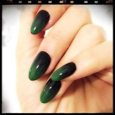 Trendy Ombre Acrylic For Oval Nails In 2017 - ILOVE : Ombre is everywhere these days, from hair to lips to eye makeup, even dress. But I have to admit my favourite place to see it is on nails, especially oval nails. Black Ombre Nails, Gradient Nails, Green Nails, Fun Nails, Galaxy Nails, Shellac Nails, Matte Nails, Creative Nail Designs, Creative Nails