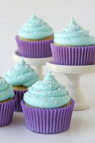American Buttercream Frosting {Recipe} - Glorious Treats This classic American Buttercream Frosting is easy to make, delicious and perfect for frosting cakes, cupcakes and cookies! American Buttercream Frosting Recipe, Best Frosting Recipe, Frosting Recipes, Cupcake Recipes, Cupcake Cakes, Blue Frosting, Buttercream Bakery, Blue Icing, Cup Cakes